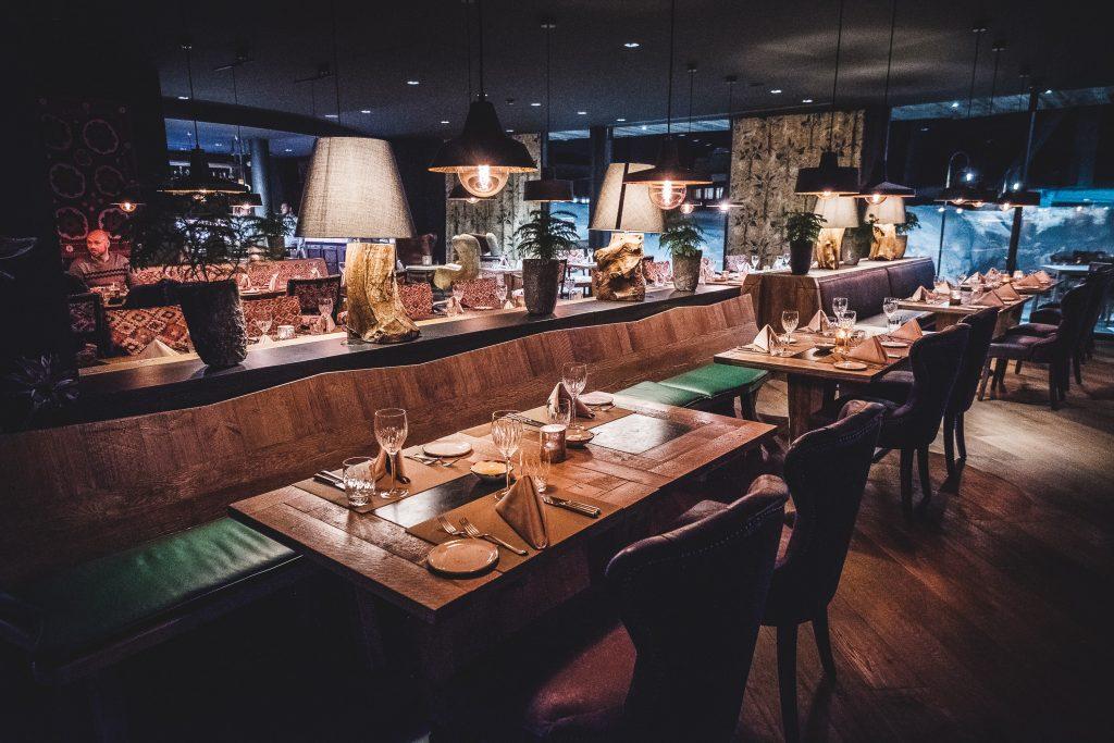 Zwei Einrichtungs-Stile im Restaurant Twist